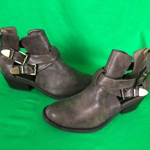 NWOT Soda 8 Brown Vented Ankle Boot Bootie
